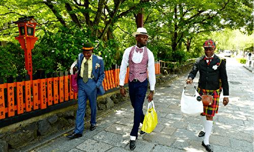 <MILESTO et SAPEUR> サプール、京都蔦屋書店でステップを踏む