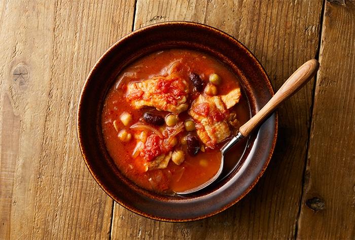 鶏肉とミックスビーンズのトマトスープ